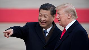 Le président chinois Xi Jinping et son homologue américain Donald Trump, le8 novembre 2017 à Pékin (Chine). (NICOLAS ASFOURI / AFP)