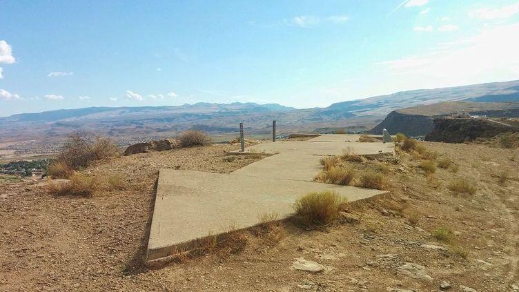 """Etats-Unis : flèche de béton visible du ciel. (""""Transcontinental Air Mail Route Beacon 37A"""" by Dppowell )"""