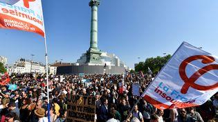 Les particitants àla Fête à Macron, le 5 mai 2018, place de la Bastille à Paris. (GERARD JULIEN / AFP)