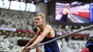 Kevin Mayer lors de la première journée du décathlon, le 4 août 2021. (HERVIO JEAN-MARIE / KMSP / AFP)