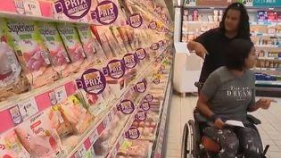 En France, 500 000 jeunes seraient ce qu'on appelle des aidants, c'est-à-dire qu'ils soutiennent quotidiennement un proche âgé ou handicapé. (FRANCE 2)