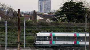Un RER B, à Drancy (Seine-Saint-Denis), le 14 avril 2018. (MAXPPP)
