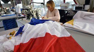 Chez Doublet, à Avelin (Nord), l'un des principaux fabricants de drapeaux dans le monde, el 23 novembre2015 (MAXPPP)