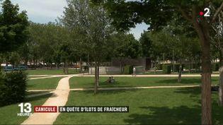 À Niort (Deux-Sèvres), la mairie a recensé les lieux où l'on pouvait trouver un peu de fraîcheur. (France 2)