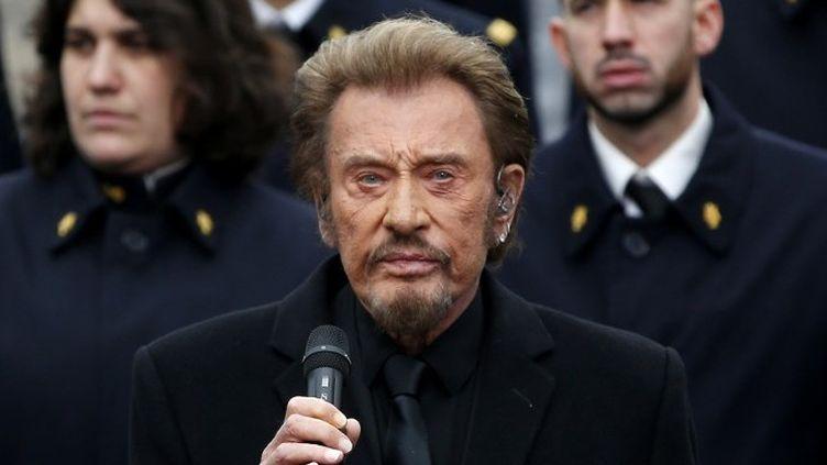 """Johnny chante """"Un dimanche de janvier"""" place de la République  (YOAN VALAT / POOL / AFP)"""