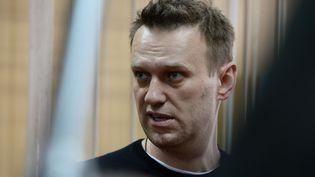 L'opposant politique Alexeï Navalny durant son procès à Moscou (Russie), le 27 mars 2017. (EUGENE ODINOKOV / SPUTNIK / AFP)
