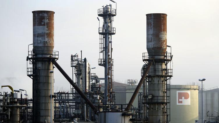 La raffinerie de Petroplus à Cressier en Suisse, le 27 décembre 2011. (FABRICE COFFRINI / AFP)