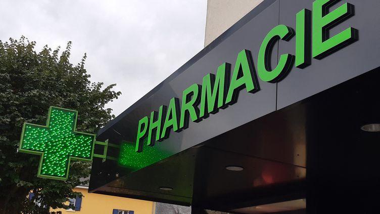Une pharmacie à Agneaux dans la Manche. (LUCIE THUILLET / RADIOFRANCE)