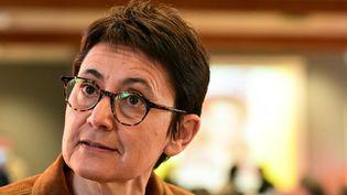Nathalie Arthaud, candidate Lutte ouvrière à la présidentielle 2022, à la réunion publiquede la campagne présidentielle, à Besançon, le 16 octobre 2021. (FRANCK LALLEMAND / MAXPPP)