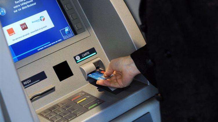 Les commissions sur le fonctionnement des comptes clients représenteraient 30 à 40% des revenus des banques. (AFP - Bertrand Guay)