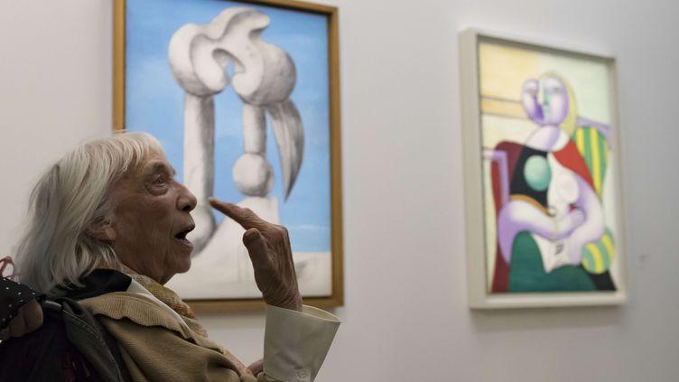 """Maya Picasso, la fille du peintre, lors de l'inauguration de l'exposition """"Picasso 1932, année érotique"""" au musée Picasso, le 8 octobre 2017 (IAN LANGSDON/AP/SIPA / AP)"""