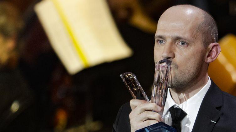 Le baryton Stéphane Degout reçoit le prix de l'artiste lyrique aux Victoires de la musique classique 2019.  (Geoffroy VAN DER HASSELT / AFP)