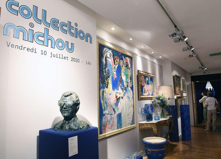 De nombreux objets du directeur de cabaret Michou vont être vendus à l'hôtel Artcurial (Paris), le 10 juillet 2020. (DELALANDE RAYMOND/SIPA)