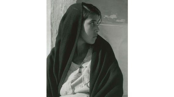"""Paul Strand, """"Woman of Alvarado"""" (femme d'Alvarado), Veracruz, 1933. (APERTURE FOUNDATION INC., PAUL STRAND ARCHIVE)"""