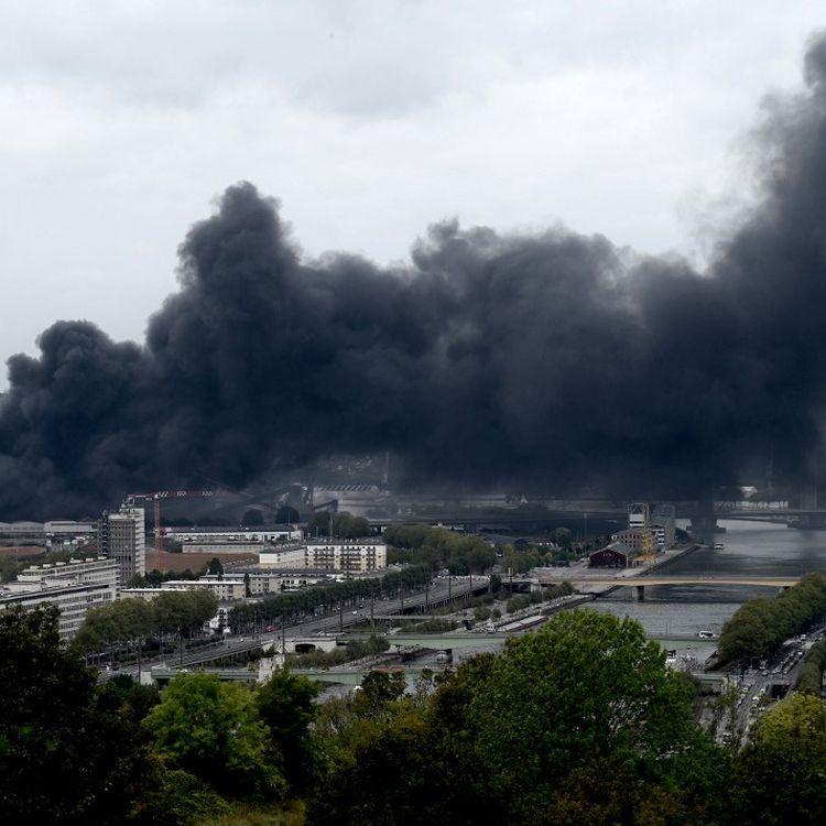 L'incendie de Lubrizol, le 26 septembre 2019 à Rouen (Seine-Maritime). (PHILIPPE LOPEZ / AFP)