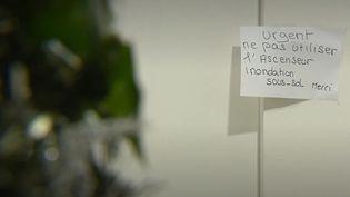 Depuis début décembre, l'ascenseur d'une résidence pour seniors à Orvault (Loire-Atlantique) subit régulièrement des pannes, empêchant des résidents à la mobilité parfois très réduite de sortir de chez eux. Une situation très compliquée pour les personnes âgées. (France 3)