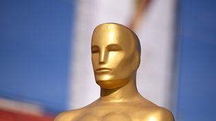 Une statuette représentant l'Oscar pour la cérémonie des oscars à Hollywwod en Californie, le 5 février 2020 (ROBYN BECK / AFP)
