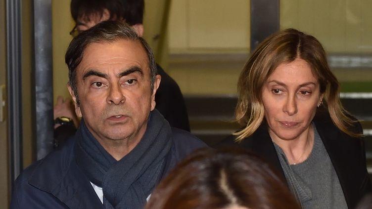 Carlos Ghosn, et sa compagne Carole Ghosn, le 3 avril 2019 à Tokyo. (KAZUHIRO NOGI / AFP)