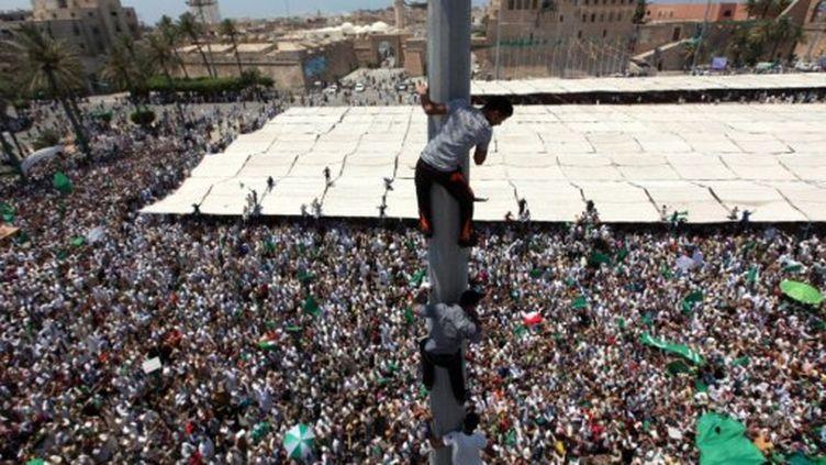 Foule de pro Kadhafi rassemblée à Tripoli sur la place verte le 8 juillet 2011 (AFP)