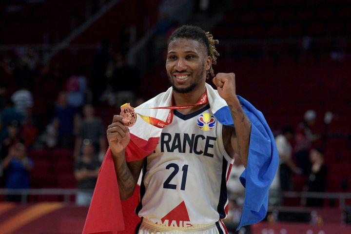 Andrew Albicy, meneur de l'équipe de France avec la médaille de bronze à la Coupe du Monde de basket, à Pékin, le 15 septembre 2019. (NOEL CELIS / AFP)