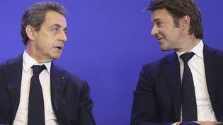Nicolas Sarkozy et François Baroin, lors d'une réunion avec les maires Les Républicains, à Paris, le 1er juin 2016. (JACQUES DEMARTHON / AFP)