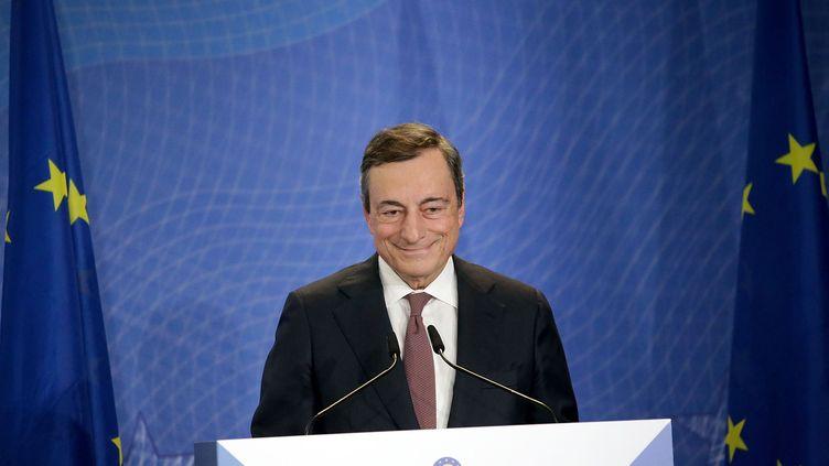 Le président sortant de la Banque centrale européenne Mario Draghi participe à une cérémonie de passation de pouvoir avec Christine Lagarde, le 28 octobre 2019, à Francfort (Allemagne). (HASAN BRATIC / SIPA)