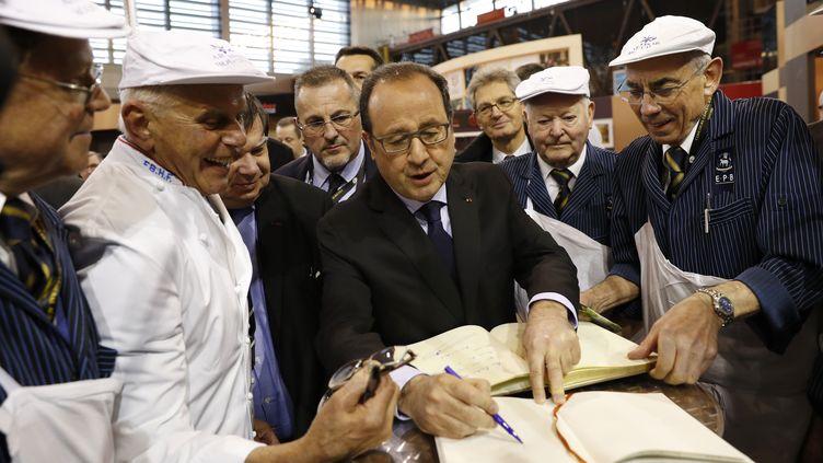 Le président de la République Françaois Hollande au Salon de l'agriculture à Paris, le 27 février 2016. (BENOIT TESSIER / AFP)