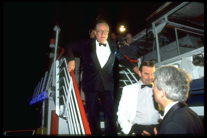 En 1995, Jean-Marie Le Pen en campagne, ici lors d'un dîner-croisière sur la Seine offert par le créateur de la compagnie des Bateaux Mouches (THIERRY ORBAN / SYGMA)