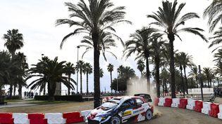 Sébastien Ogier (Toyota) lors de la deuxième journée du rallye d'Espagne, samedi 16 octobre. (PAU BARRENA / AFP)
