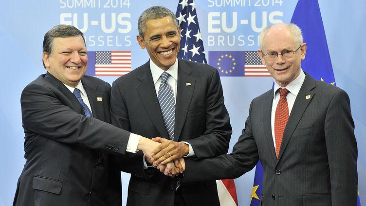 Le président de la Commission européenne, José Manuel Barroso (G), le président américain, Barack Obama(C), et le président du Conseil européen, Herman Van Rompuy, le 26 mars 2014 à Bruxelles (Belgique). (GEORGES GOBET / AFP)