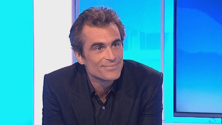 """Le philosophe Raphael Enthoven invité ur le plateau de France 3 pour évoquer son dernier essai : """"Little Brother""""  (France 3 / Culturebox)"""