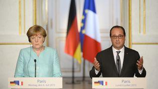 Le président François Hollande et la chancelière allemande Angela Merkel, le 6 juillet 2015, à l'Elysée à Paris. (BERTRAND GUAY / AFP)