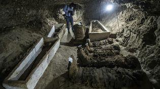 Catacombes et momies découvertes dans la région de Touna el-Gabal (province de Minya) dans le centre de Egypte.  (KHALED DESOUKI / AFP)