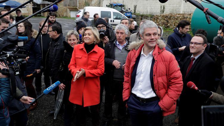 Valérie Pécresse et Laurent Wauquiez visitent une ferme à Sagy (Val d'Oise), le 31 janvier 2018. (THOMAS SAMSON / AFP)