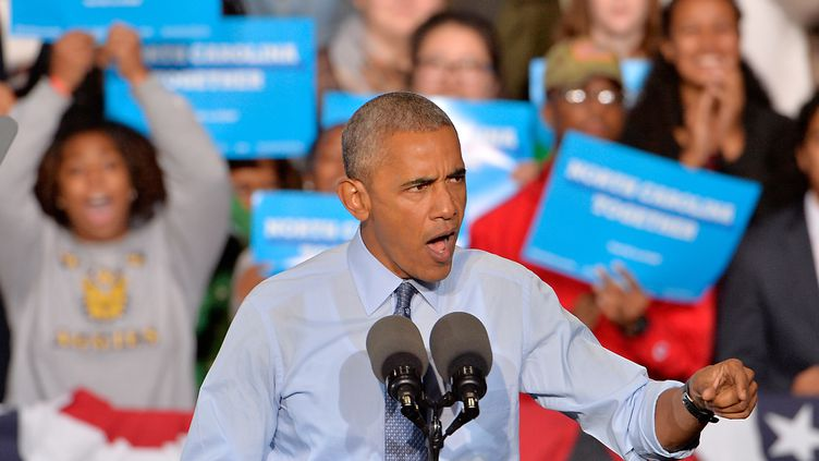 Barack Obama en campagne pour la candidate démocrate à l'élection présidentielle Hillary Clinton, à Greensboro le 11 octobre 2016 (SARA D. DAVIS / GETTY IMAGES NORTH AMERICA)