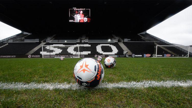 Le Angers SCO et Paris FCont été interdits de transferts cet été par la FIFA. (JEAN-FRANCOIS MONIER / AFP)