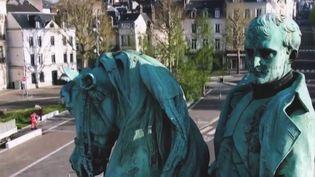 Sur la place dugénéral de Gaulleà Rouen(Seine-Maritime), une statue deNapoléona été déboulonnée en juillet dernier afin d'être restaurée. (CAPTURE ECRAN FRANCE 2)