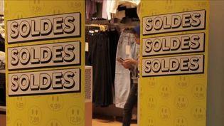 Commerces : nombre de clients limités, même pendant les soldes (France 3)