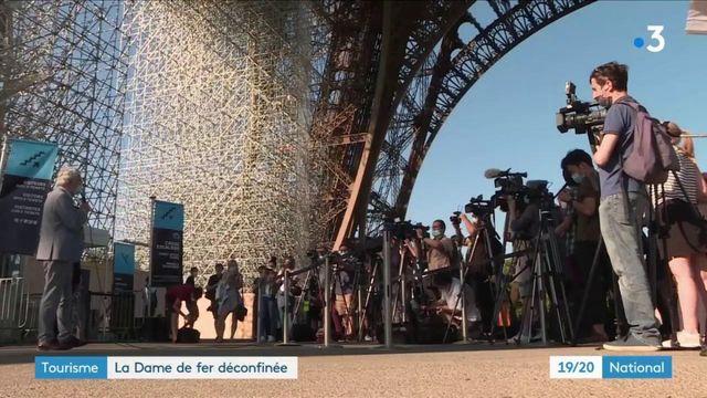 Paris : la tour Eiffel accueille ses premiers visiteurs depuis le confinement