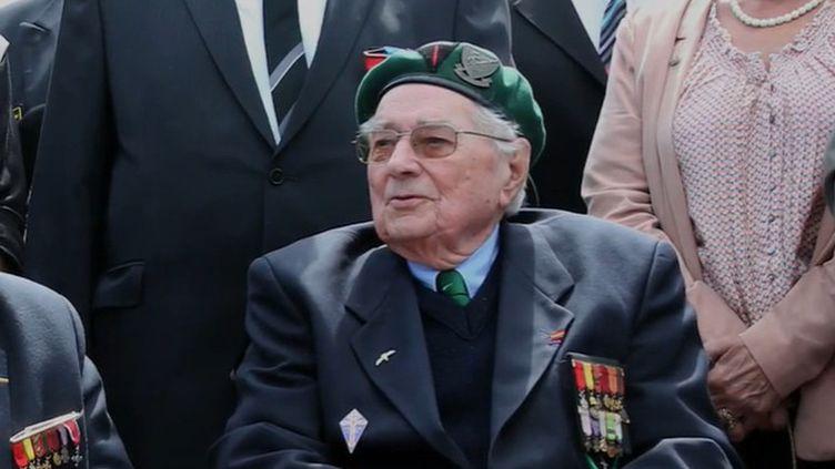 Jean Morel, héros du débarquement du 6 juin 1944 en Normandie, est décédé à l'âge de 97 ans. Il avait fait partie du célèbre commando Kieffer. (France 2)