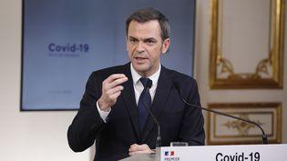 Le ministre de la Santé, Olivier Véran, lors d'une conférence de presse, le 28 mars 2020, à Paris. (VAN DER HASSELT/SIPA)