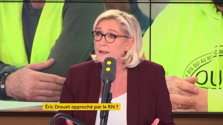 Marine Le Pen, présidente du Rassemblement national, invitée mercredi 6 février de franceinfo.  (FRANCEINFO / RADIOFRANCE)