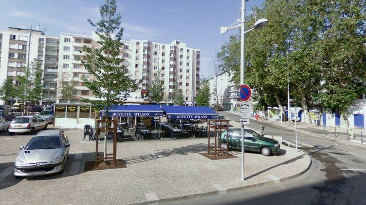 Une capture d'écran de l'endroit où ont été tirés les coups de feu, à Villeurbanne (Rhône), jeudi 6 juin 2013. (GOOGLE MAPS)