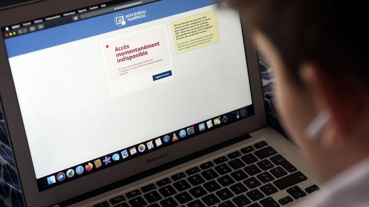 Les espaces numériques de travail (ENT) de l'Education nationale ont connu de nombreux bugs informatiques entre le mardi 6 et le vendredi 9 avril 2021. (ALEXANDRE MARCHI / MAXPPP)