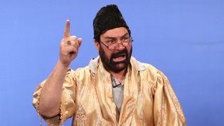 Le comédien afghan Hanif Hamgam dans le show télévisé Zang Khatar, 2013  (WAKIL KOHSAR / AFP)
