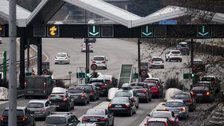 Des vacanciers sur l'A43 au niveau de Myans (Savoie), le 23 décembre 2017. (MAXPPP)