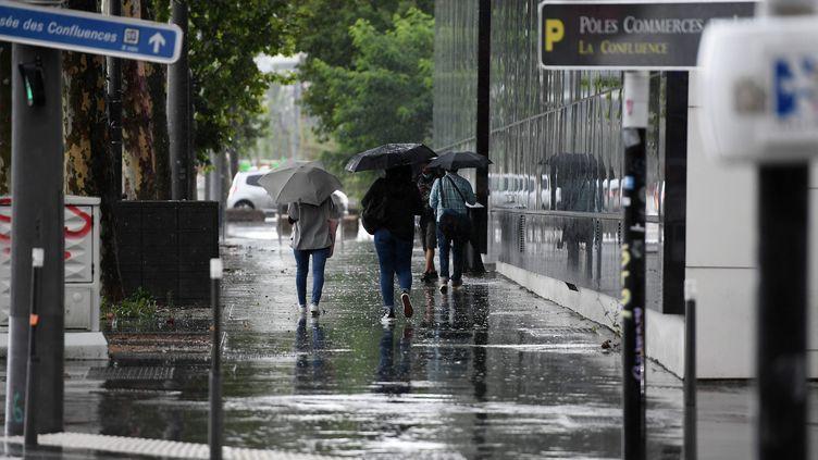 Le mois de juillet 2021 a été marqué par de nombreuses pluies, comme ici le 13 juillet à Lyon. (JO?L PHILIPPON / MAXPPP)