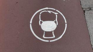 Le masque reste obligatoire en extérieur sauf dans certaines communes de Moselle et de l'Hérault. (PHILIPPE THOMAIN / RADIO FRANCE)