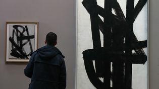 Des oeuvres de Pierre Soulages, exposées l'hiver dernier au Louvre. (FRANCOIS GUILLOT / AFP)
