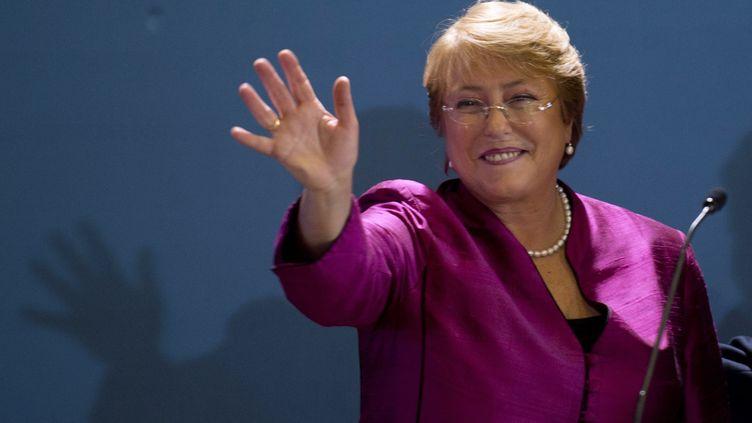 Michelle Bachelet, ancienne présidente du Chili, lors de l'annonce de sa candidature à la prochaine présidentielle, le 27 mars 2013 à Santiago. (MARTIN BERNETTI / AFP)